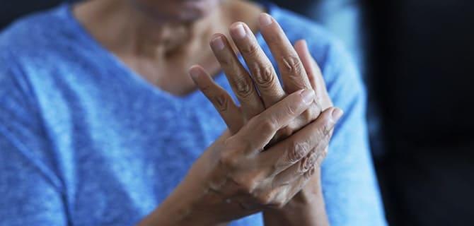 交通事故による手足や指のしびれは後遺障害? 対応方法と慰謝料請求